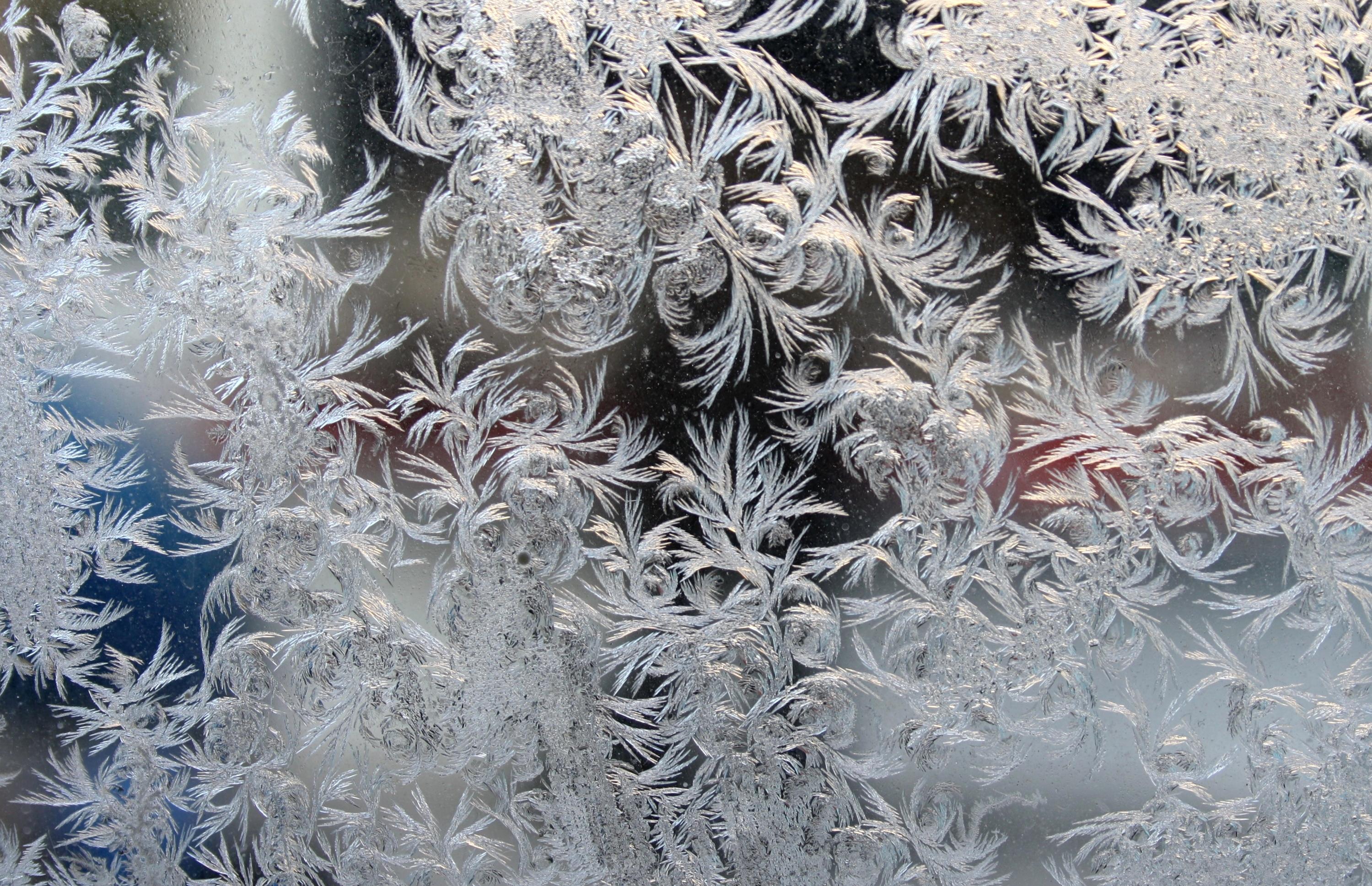 Морозные узоры на окнах картинка